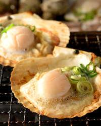 ホタテの貝殻焼きは醤油の香ばしさが堪らない!日本酒との相性◎