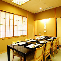 京都の雰囲気を肌で感じられる空間。完全個室は4部屋ご用意