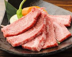 特上カルビ は霜降りの美しさ、味のよさが特徴のお肉です!