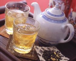 お食事と一緒に本格中国茶をどうぞ!急須でご提供致します