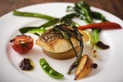 静岡等の新鮮な山の幸を取り入れた おいしい創作料理が自慢です