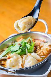 もちもち餃子を旨辛スープで頂きます♪台湾風もちもち水餃子!