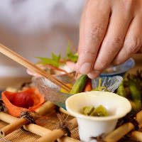 松茸をふんだんに使用した自慢の釜炊き御飯はコースの〆に最適
