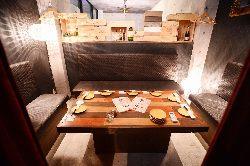 5~8名様までの個室。隠れ家っぽい雰囲気が人気!