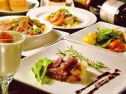 新鮮魚介を使って調理するコース料理は大人の舌をうならせます。