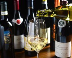 今月のおすすめワインや世界各国のワインを揃えております。