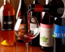 ソムリエが厳選した自然派ワインをどうぞ・・・