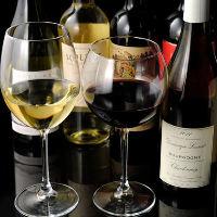 セラーには記念日に相応しい銘柄ワインやシャンパンが多数あり。
