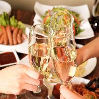 様々な国からセレクトしたワインは白・赤・スパークリングと多彩