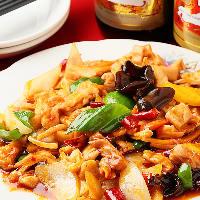 唐揚げや油淋鶏、ニラレバなどお肉たっぷりの料理で活力チャージ