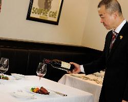 ワインは常時100種以上!料理に合うワインをご提案致します