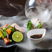 青みかんの酢飯や茶葉のスモークなど静岡食材の新味に迫った逸品