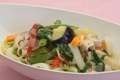当店人気ナンバー1のAura'sパスタ。野菜と鶏 or エビを使用。