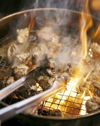 炭火で一気に焼き上げ、旨味を閉じ込めました。