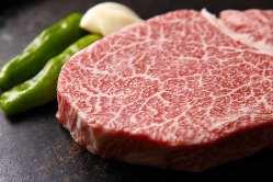 お肉は厳選して仕入れた最高ランクA-5等級の飛騨牛を全て使用!