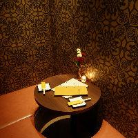 カップル個室は円卓と 横並びの席タイプもあり
