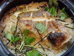 鯛のだしで炊いた絶品土鍋鯛めし! だし茶漬けも楽しめる