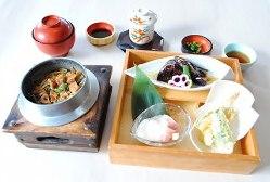 季節限定ランチメニュー「松茸の釜飯膳」 1,880円(税込)