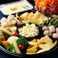 どのお料理にもラクレットチーズの追加OK♪生ハム食べ放題も人気