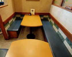□テーブル席●4名様+2命様●A席、B席■