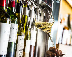 月替りでこだわるグラスワインは常時8本が揃っています