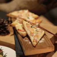パイ生地を使ったピザ、タルトフランベ