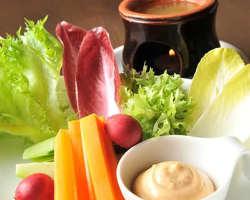 当店人気NO.1 契約農家直送野菜のバーニャカウダ。