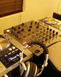 DJブース完備!ご自由にお使い頂けます。音楽のあるパーティーに