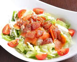 マグロとサーモンのアヒポキサラダ