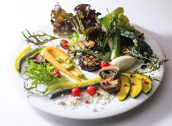 野菜は完全農薬不使用有機野菜を契約農家さんより仕入れ!