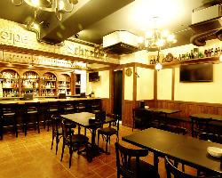 ドイツ風居酒屋 店内はドイツをイメージした温かみのある空間