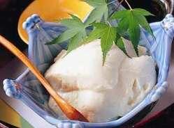 『出来立て吟醸よせ豆冨』 特製の昆布塩でお召上がり下さい