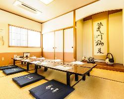 2階のお座敷個室【椿】1間で最大12名様までのご宴会が可能です
