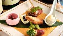 他では味わえない鴨八寸。鴨料理と季節を感じるお酒に最適な逸品