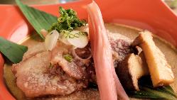 鴨の塩麹焼は時間をかけて火入れをすることで柔らかい食感に!
