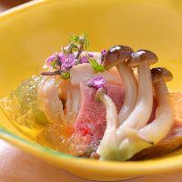 【季節を感じさせる一皿】彩り鮮やかな繊細で美しい盛り付けと味