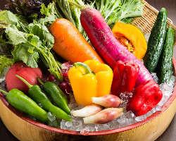国産の新鮮な野菜を使ったサラダや逸品!秋の味覚を是非どうぞ♪