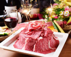 記念日には主役の方に鉢屋特製の肉プレートやデザートをご用意♪