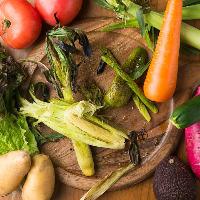 旬味溢れる野菜や鮮魚の薪焼きも!日替わりメニューを要チェック