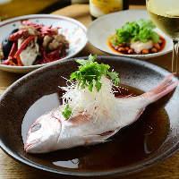 柳橋市場より入荷した鮮魚蒸しの香港風など、日替わりメニューも