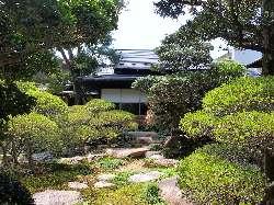 どの部屋からも広大な日本庭園がご覧いただけます。