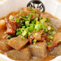 牛すじ肉を自家製味噌で時間をかけて煮込んだオリジナルな逸品!