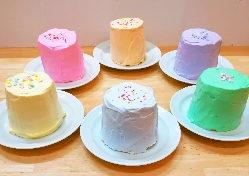 お誕生日会のご予約でミニシフォンケーキ1ホールサービス