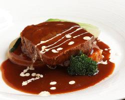 アンガス牛など、厳選食材を使用した本格フレンチをご提供。