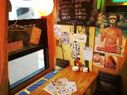 店内はまるで沖縄に来たような内装です!