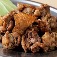 新鮮な鶏を炙りで! 厳選素材を味わい尽くす