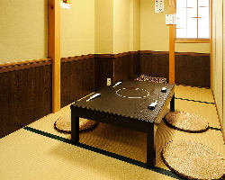1Fにはゆったり過ごせる個室を完備!2・3階は貸切可能なお座敷席