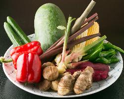 地元産の新鮮野菜や京都の季節野菜など厳選したものを随時入荷。