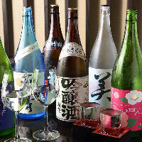 季節毎の美味しい日本酒を取り揃え。なみなみとお注ぎします!