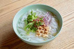 ベトナムの米粉麺。当店のフォーはあっさりなので〆にバッチリ!
